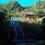 鋸山にある日本寺。