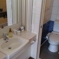 洗面化粧台はバス、トイレから独立しています