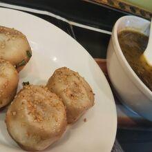 焼き小籠包、牛カレースープ