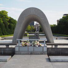 原爆死没者慰霊碑 (広島平和都市記念碑)