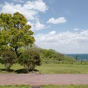 小名浜港から坂道を登った場所に広がる、遊び場・散策路・景勝地満点の公園。