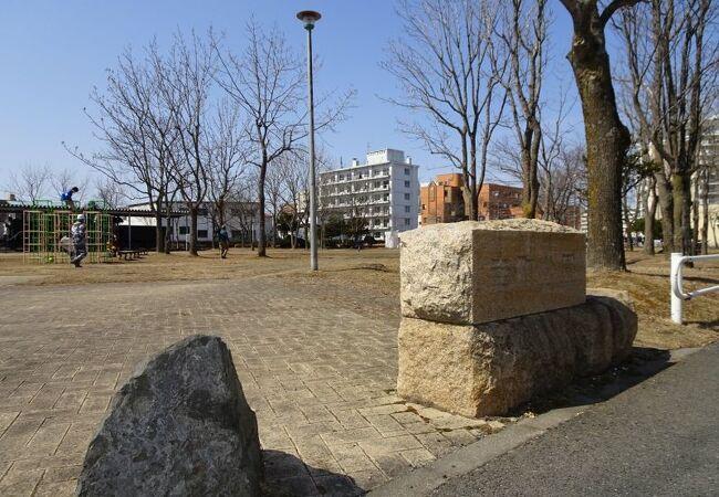 街中の公園