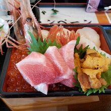 絶品の海鮮丼に舌鼓を打ちました