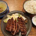 仙台名物の「本格的な分厚い牛タン」が味わえる。南三陸「ほや」も美味。コロナのためラストオーダーは19:30。