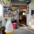 公園入口にあるカフェ