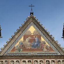 ファサードの『マリアの戴冠』のモザイク画