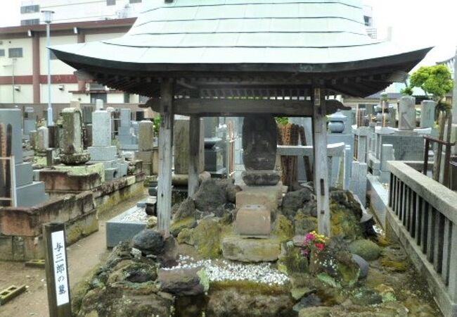 光明寺`お富さんの切られの与三`の墓