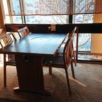 朝食会場のテーブル