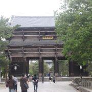 南大門は無料で見れます。運慶・快慶の金剛力士像が見事です。