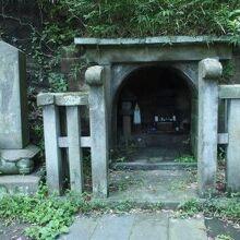 大江広元、毛利季光、島津忠久の墓