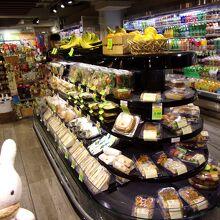 お惣菜やお弁当が売ってるコーナー。