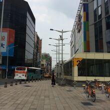西門駅 (MRT板南線・松山線)