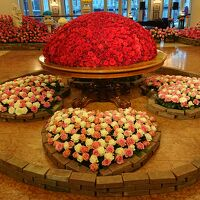 ロビーでのバラ祭りのバラの展示