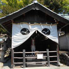 針綱神社神馬舎