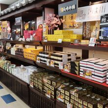 長崎のお土産が売られています