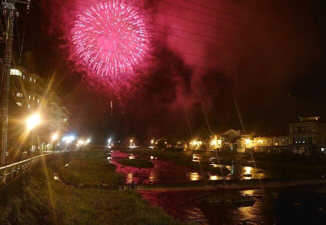 夜は花火を楽しめた