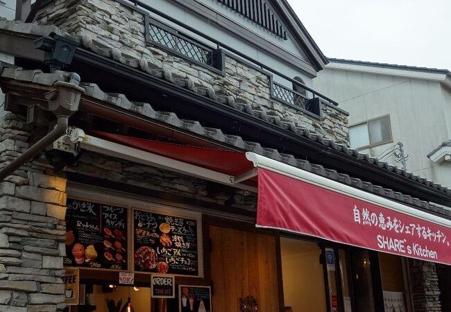 地元素材を使った料理が人気のカフェ