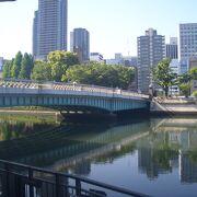 堂島川に架かる橋の1つ