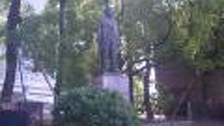 関一の銅像