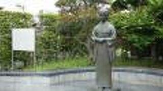 三橋鷹女の像