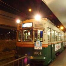古いタイプの路面電車。