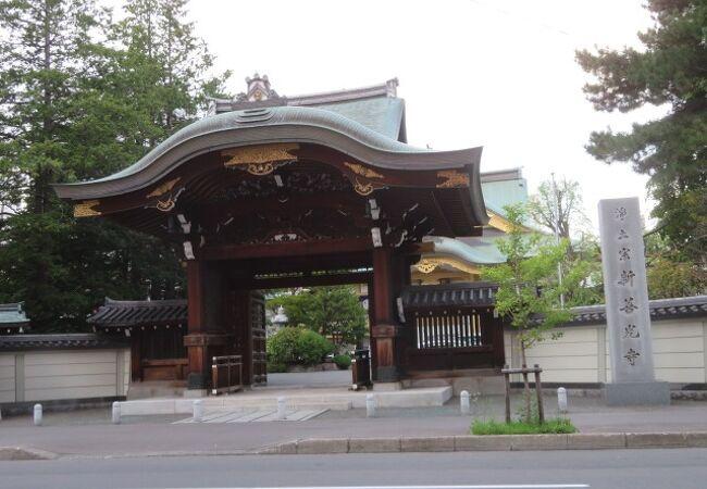 都会のお寺です