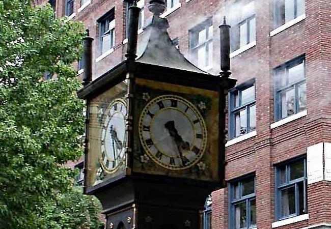 古いように見える蒸気時計