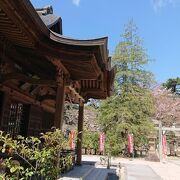 松江城へと上って行く途中、二の丸にある神社