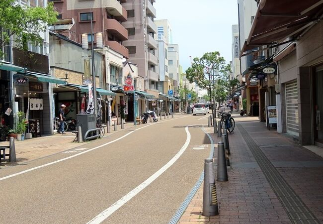 松山城ゆきロープウェイ乗り場へつづく商店街