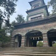 市街地から近く、趣のある神社