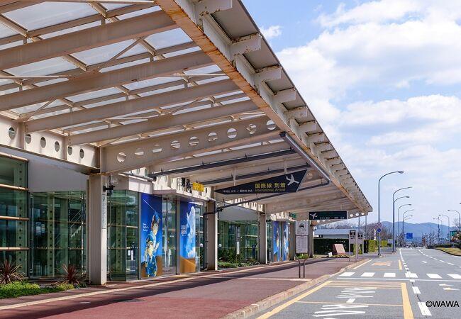 空港直前の案内板を見て「鳥取空港はコナン空港だ」と気付きました