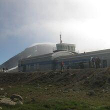 クルサック空港のターミナル