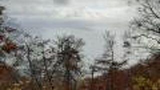 十和田湖北岸の高台から、十和田湖を一望できる