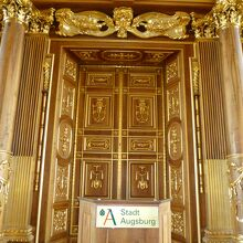 市庁舎の「黄金の間」