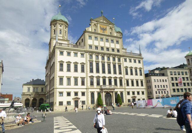アウクスブルク市庁舎の「黄金の間」は見所!
