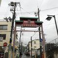 山陽電鉄須磨寺駅を降りたところから始まる商店街。