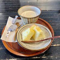 チェックインの時には、コーヒーとシフォンケーキ(*´∇`*)