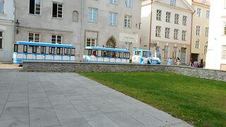 トレインと言っても実際は全3車両の連結バス