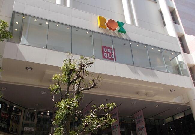 浅草の浅草寺会話にあるショッピングモールです。