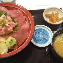 マグロ丼 1100円