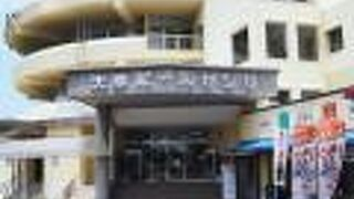真珠専門店や土産品店がある「天草パールセンター」