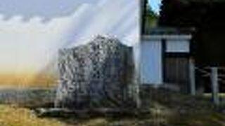 親鸞聖人旧御廟所 本願寺発祥の地 蓮如上人御誕生の地の碑