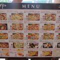 食堂では17種類もあるピザ