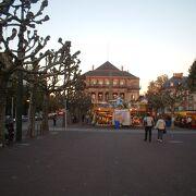 ドイツとフランスの伝統を受け継ぐ歌劇場です