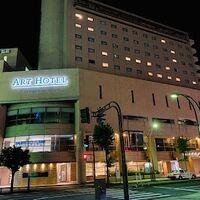 夜見たホテルの外観