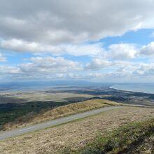 南東方向には秋田市へと続く海岸線