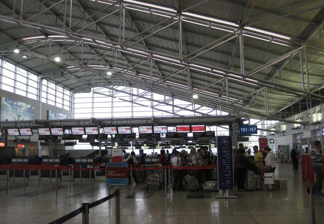 日本からの直行便はないが、ソウルから大韓航空の直行便はある空港
