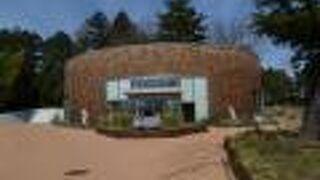 発酵食品のショップ、カフェ、レストラン、研究所があった。