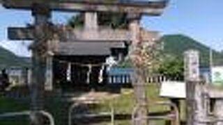 榛名湖畔の小さなお社です。