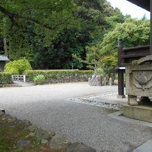 静かなお寺です。